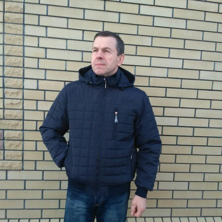 Демисезонная мужская куртка с капюшоном  50-60