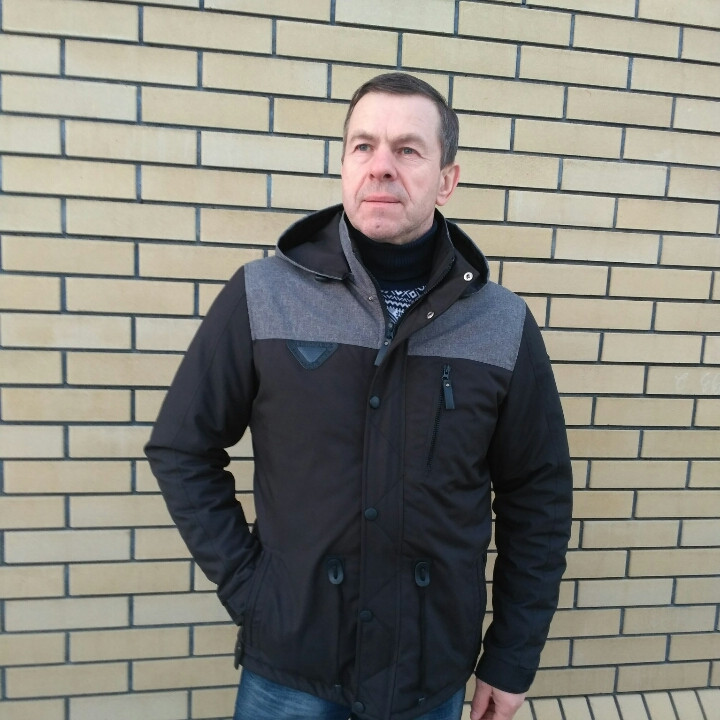 Мужскую куртку парку демисезонную   48-54  черная