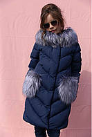 Темное детское пальто с мехом на карманах