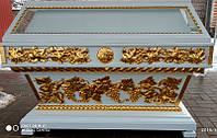Гробница с золочением поталью 137х67см