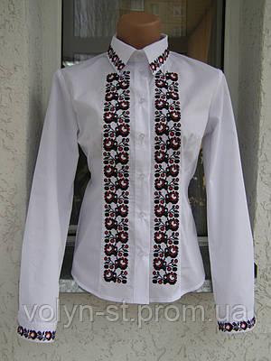 Женская рубашка с узором вдоль застежки