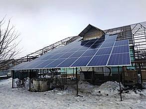 Фотоэлектрический навес в процессе монтажа солнечных батарей.