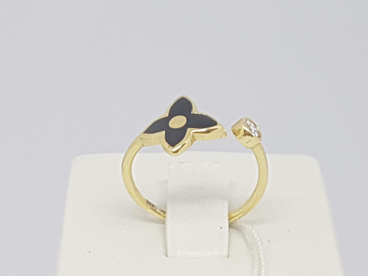 """Золотое кольцо с эмалью и фианитом """"Louis Vuitton"""". Артикул 1542120ЖЕЧ 17,5"""
