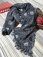 Серый теплый шарф в крупный горох