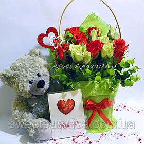 Подарунковий букет з іграшкою на День закоханих