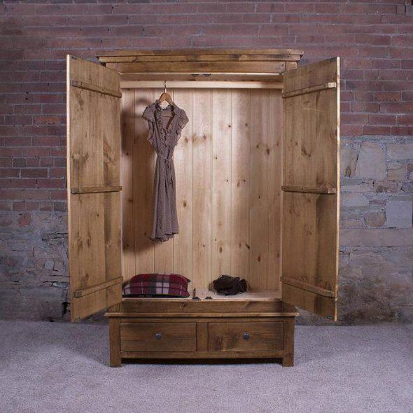 "Шкаф из массива дерева ""Джеймс"""