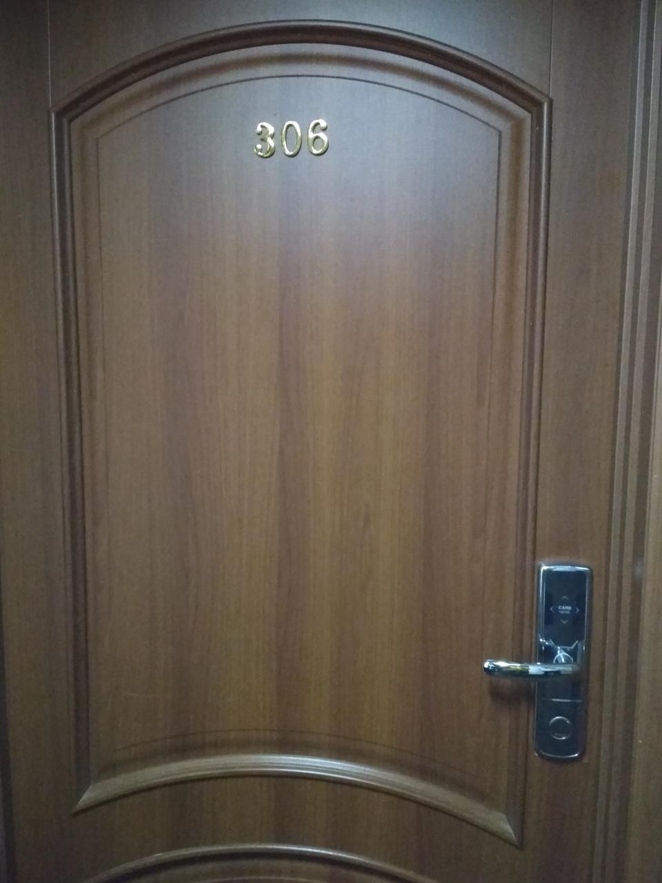 Установка офисных и гостиничных замков SEVEN Lock