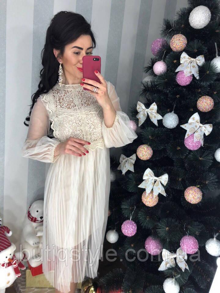 Очень красивое платье фатин с дорогим кружевом молоко