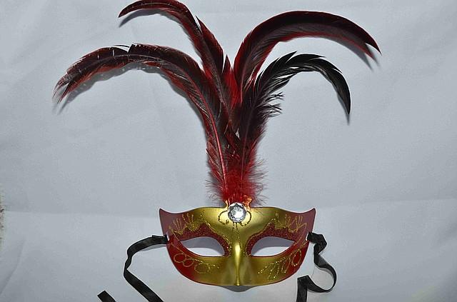 Маска карнавальная  с перьями матовая