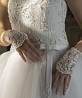 Свадебные перчатки-митенки (белые, бисер)