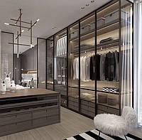 Шкаф с стеклянными фасадами и подсветкой