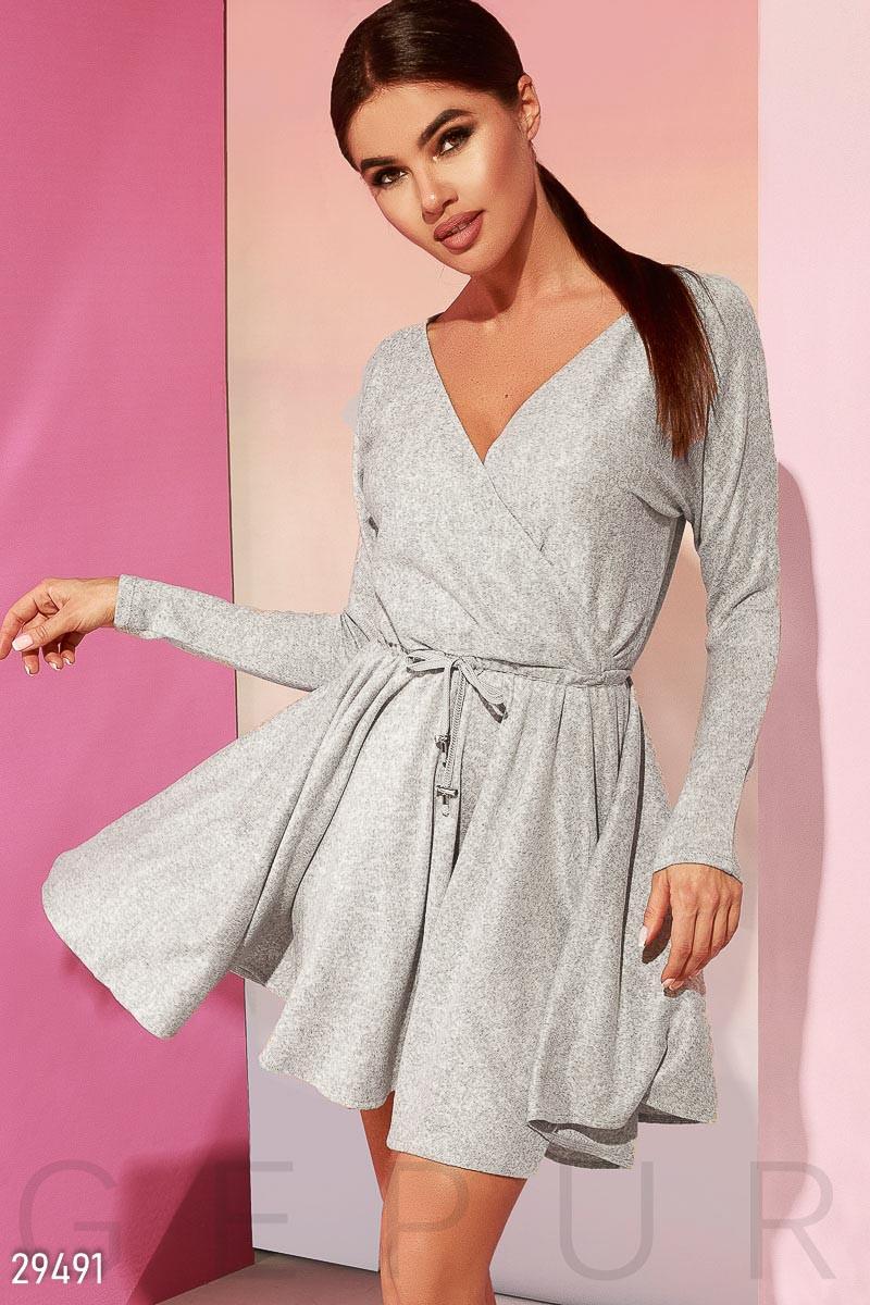 Повсякденне плаття на запах сірого кольору