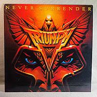 CD диск Triumph - Never Surrender, фото 1