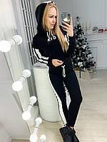 Костюм спортивный с широкими лампасами на брюках и кофте