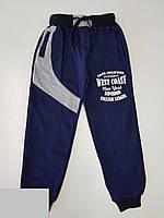 Спортивные штаны для мальчика на 5-8 лет синего цвета с надписью оптом