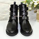Черевики комбіновані чоботи на низькому ходу, декоровані ремінцями, фото 5