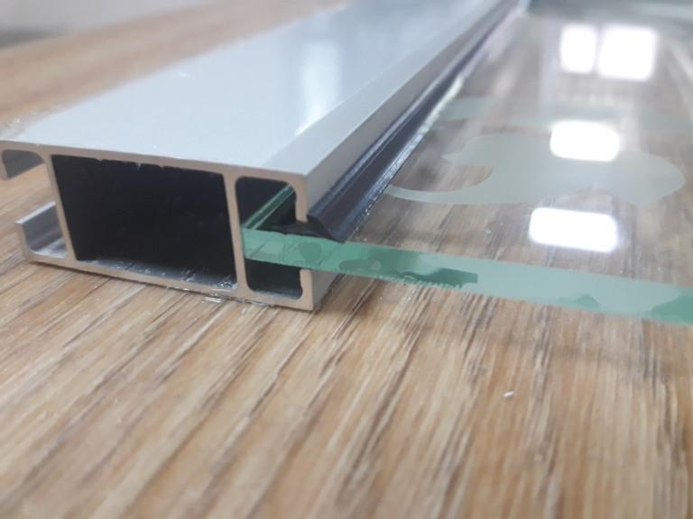 Уплотнитель для стекла 4мм к торговому профилю