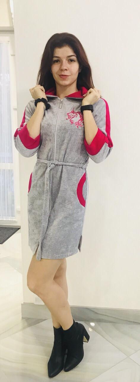 Молодежный велюровый халатик с вышивкой