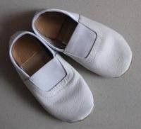 Чешки кожаные (пр-во Украины) - черные и белые.
