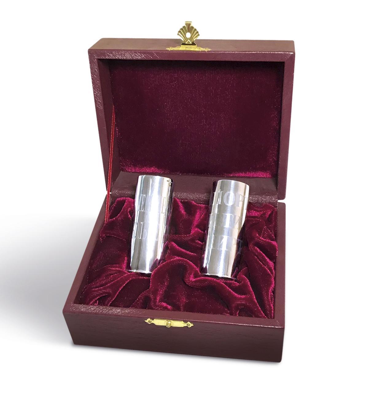 Серебряная стопка  с гравировкой