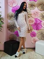 Приталенное вязаное платье пудрового цвета 750