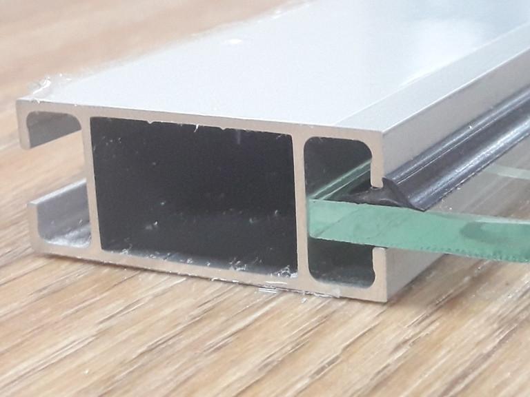 Уплотнитель стекла для торговых алюминиевых профилей