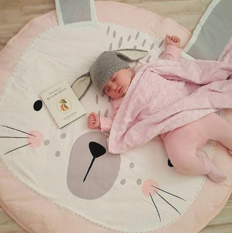 Детский игровой коврик из хлопка на пол (розовый зайка)