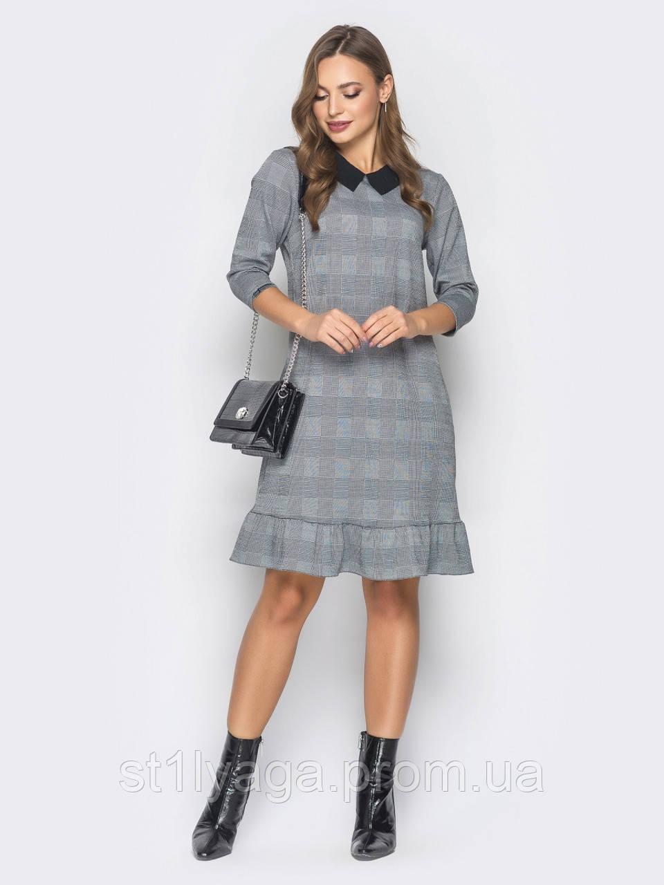 Трикотажное платье-трапеция  с контрастным отложным воротником и воланом по низу серый