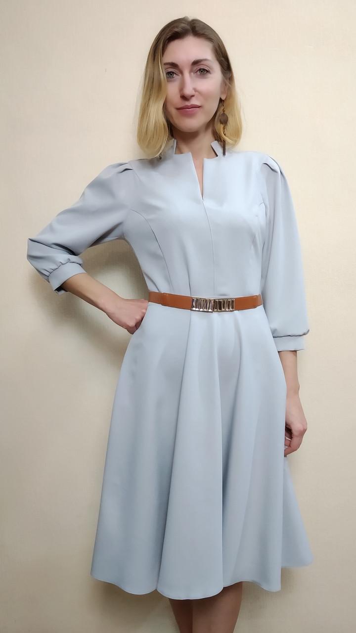 Серое офисное платье с рукавом три четверти П230
