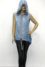 Туніка джинсова з капюшоном без рукавів з стразами і перлинками, фото 2