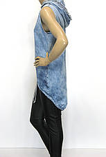 Туніка джинсова з капюшоном без рукавів з стразами і перлинками, фото 3