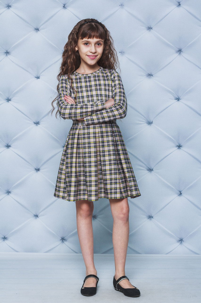 Трикотажное платье для девочки в клетку беж