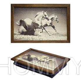 Поднос с подушкой Лошади