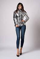 Женская демисезонная куртка из металлизированной плащевки. Код модели К-117-60-18. Цвет светлое серебро.