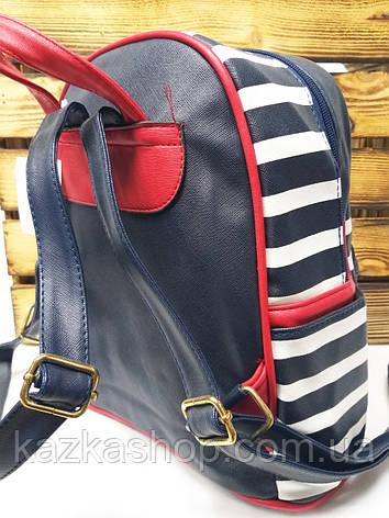 Женский рюкзак черного цвета с белыми полосками и дополнительным карманом спереди, фото 2