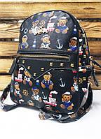 Женский рюкзак для девочек черного цвета с принтом в виде мишек и дополнительным карманом спереди
