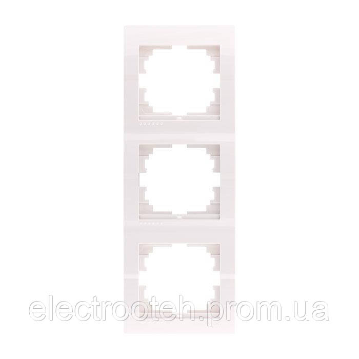 Рамка 3-а вертикальная белая