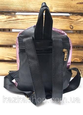 Маленький женский рюкзак розового металлизированного цвета из кожзама и дополнительным отделом спереди, фото 2