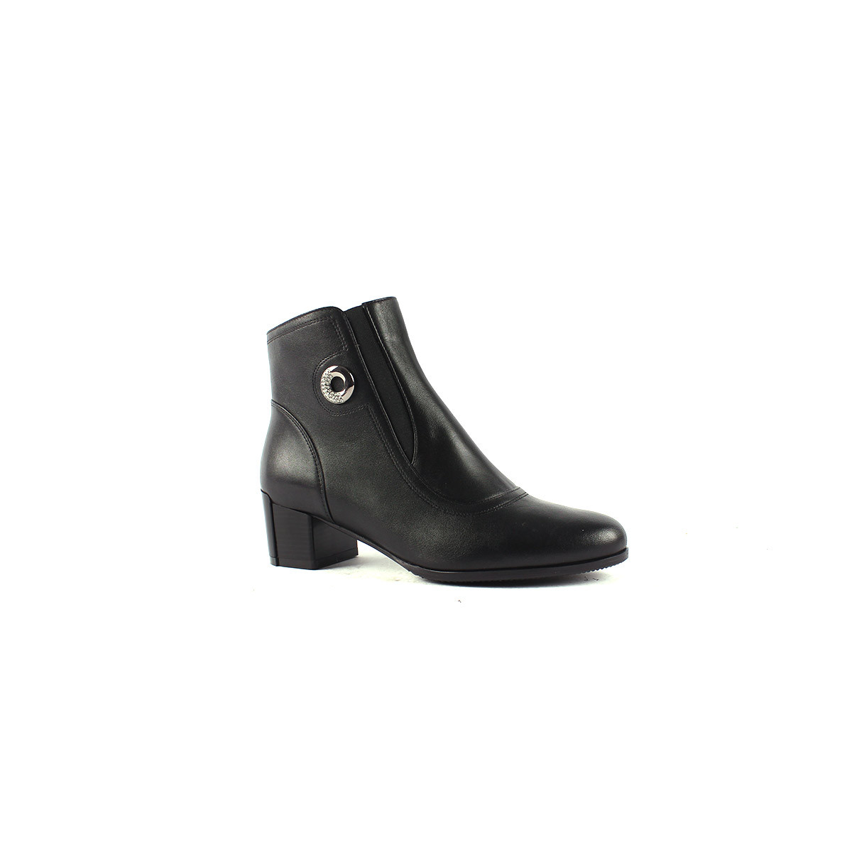 Кожаные ботинки на среднем каблуке