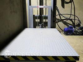 Подъемник выполнен без приямка с выносным силовым блоком.