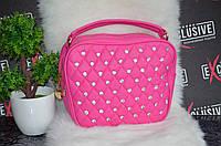 Женская розовая сумочка со стразами.