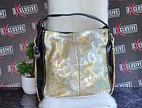 Жіноча сумка з натуральної шкіри чорна з золотим принтом рептилія.