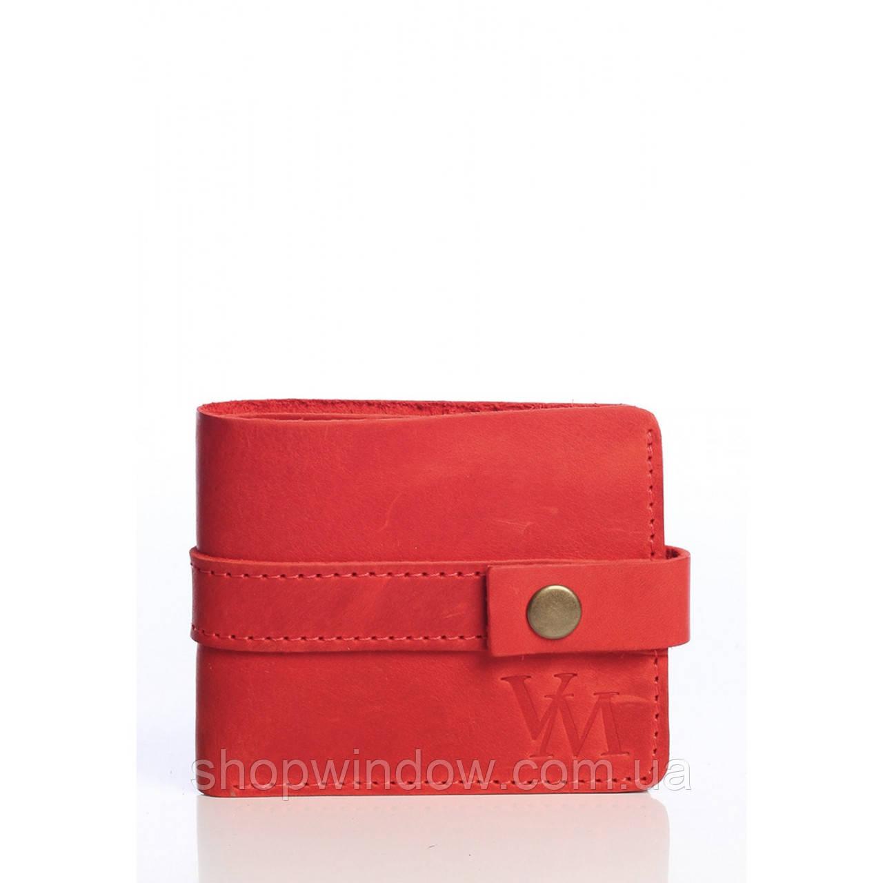 4bb3b6522b3e Компактный кошелек красного цвета. Имеет один отдел для купюр, два отдела  для карт, а также монетницу. Сшит из натуральной кожи, приятный на ощупь.