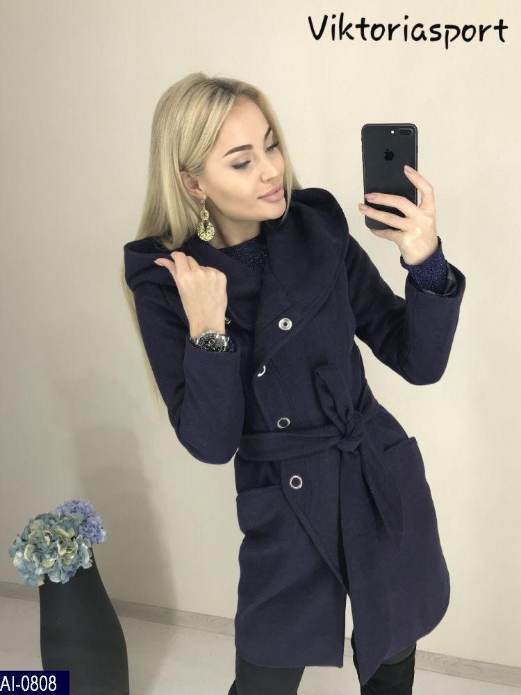 Женское пальто с капюшоном на кнопках