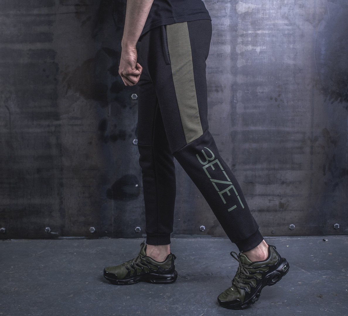 Спортивные штаны BEZET Freestyle black/khaki '19. Трикотаж