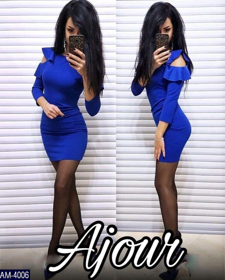 dbf389c38c9f369 Модное силуэтное платье выше колен с воланами и вырезами на плечах