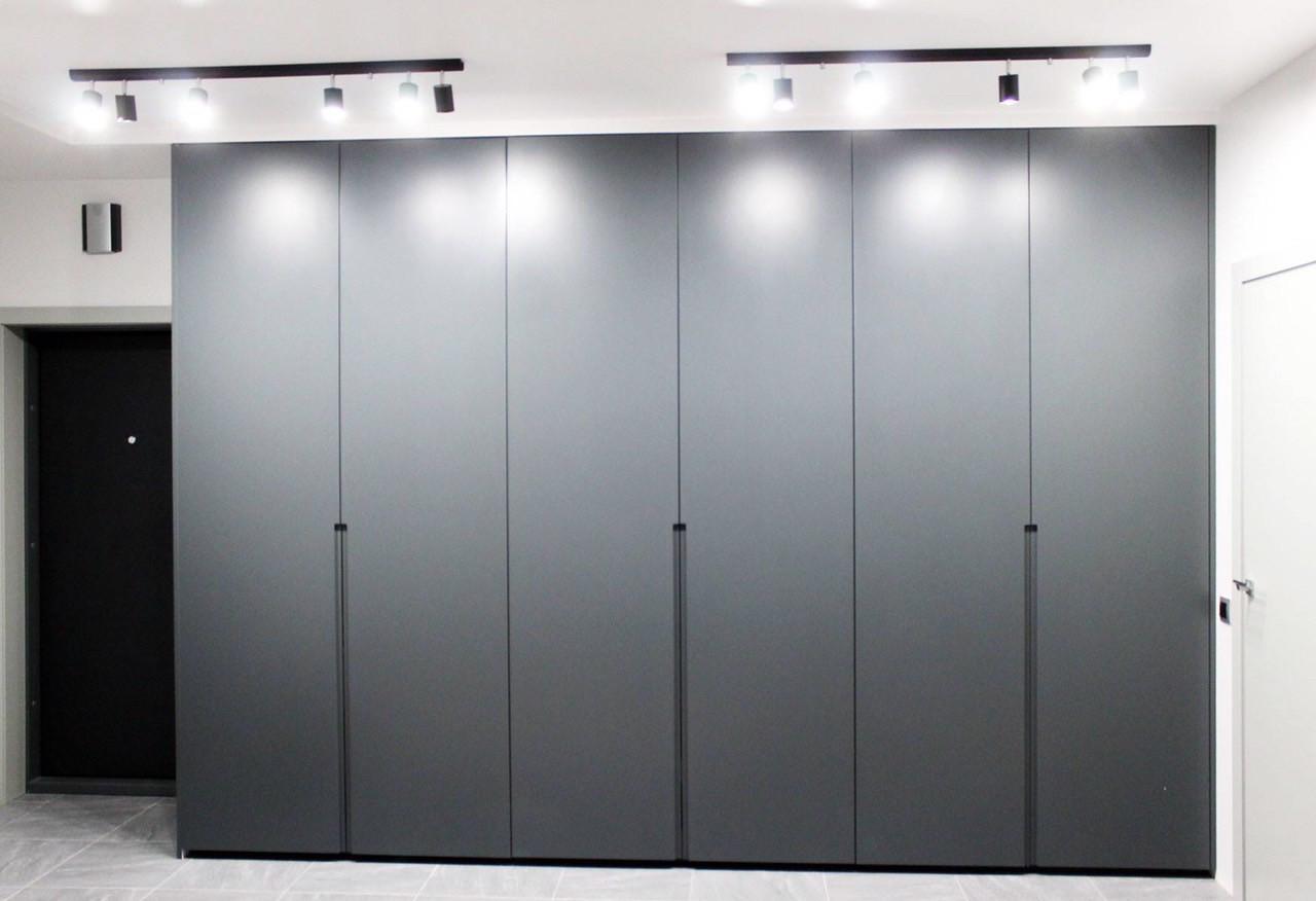 Шкаф в лофт стиле серый с фасадами мдф фрезерованными
