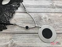 Серебристый круглый кулон 19221 на шнурке подвеска с черными вставками 35 см
