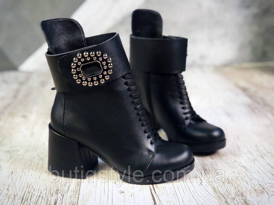 Демисезонныеботильоны Luxury Effect черные на шнуровке и с брошкой натуральная кожа