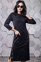 Модное трикотажное платье прямого кроя с карманами 44-50 размера черное с синими цветами, фото 1